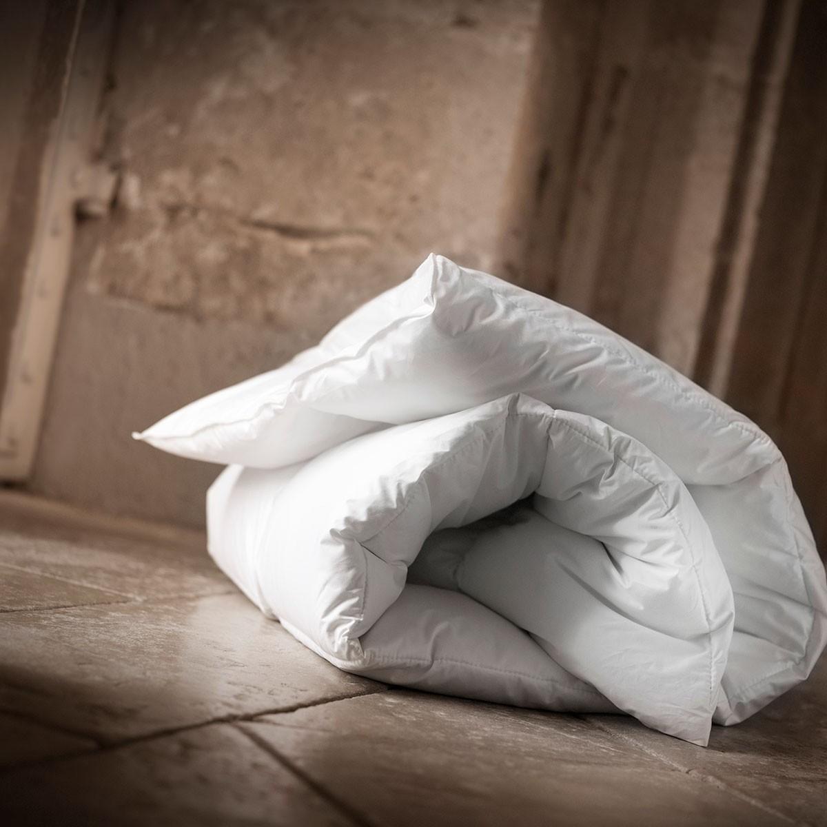 couette chaude duvet de canard royal hiver 90 dumas paris. Black Bedroom Furniture Sets. Home Design Ideas
